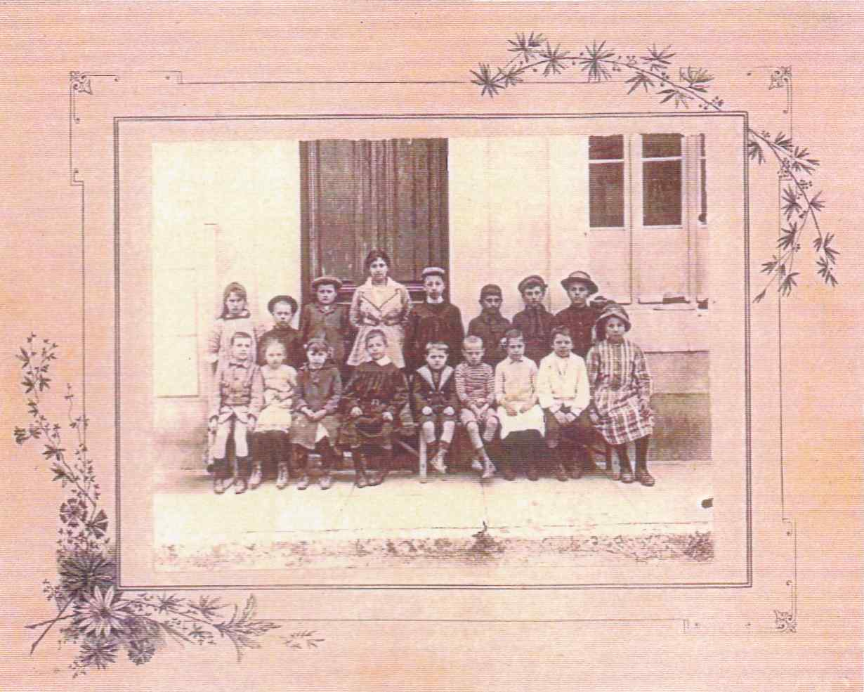 Photo de classe au Revest vers 1915