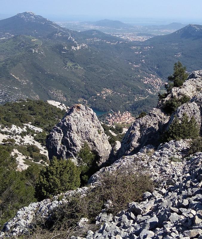 Le Revest vu du haut du Mont-Caume